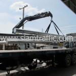 การนำโครงเหล็กโอเวอร์เฮดยาว 8 เมตรขึ้นรถบรรทุก