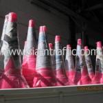 กรวยจราจรสีชมพูขนาดสูง 100 เซนติเมตรแพ็คมัดละ 10 ใบ
