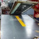 การสกรีนบนสติ๊กเกอร์สะท้อนแสงเกรดเอ็นจีเนียร์สีเหลือง