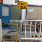 ป้ายเตือนระวังรถทางตรงที่บริษัท โตโยต้ามอเตอร์ ประเทศไทย จำกัด(สำโรง)