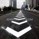 ตีเส้นด้วยสีเทอร์โมพลาสติกโครงการปรับปรุงสะพานข้ามแยก ถนนพระรามที่ 4-สีม (ไทย-ญี่ปุ่น)