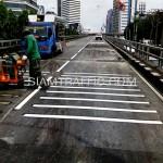 ตีเส้นถนนรัมเบิ้ลสตริปสะพานไทย-ญี่ปุ่น