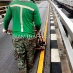 ตีเส้นจราจรด้วยสีเทอร์โมพลาสติกสะพานไทย-ญี่ปุ่น