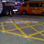 รถรับตีเส้นจราจร ศูนย์บริการโลหิตแห่งชาติ สภากาชาดไทย