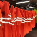 เสื้อกันฝนสีส้มสะท้อนแสง สกรีนโลโก้ THE MALL