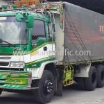 รถบรรทุกขึ้นป้ายจราจร ป้ายเตือน ป้ายบังคับไปยังประเทศกัมพูชา