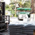 สีตีเส้นจราจร สีเหลือง 450 ถุง สีขาว 950 ถุง ส่งออกไปประเทศกัมพูชา
