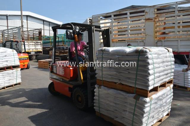 สีสะท้อนแสงทาถนน จำนวน 650 ถุง ส่งไปประเทศพม่า