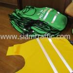 เสื้อกั๊กจราจร สีเขียว และสีเหลือง
