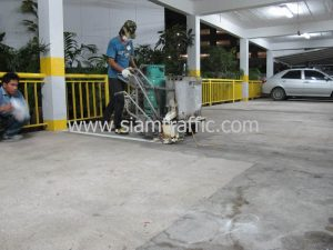 งานตีเส้นช่องจอดรถอาคารจอดรถโรงแรมดุสิตธานี