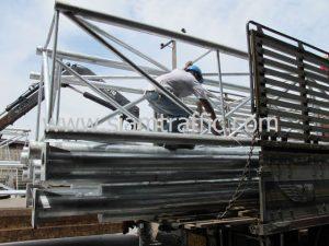 การนำโครงป้ายโอเวอร์เฮดส่วนสำหรับยึดเฟรมป้ายขึ้นรถบรรทุก