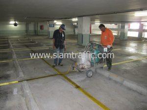 ตีเส้นช่องจอดรถอาคารจอดรถธนาคารกสิกรไทยสำนักงานใหญ่