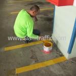 การทาสี Traffic Paint เก็บรายละเอียดในส่วนที่เครื่องตีเส้นจราจรไม่สามารถเข้าถึง