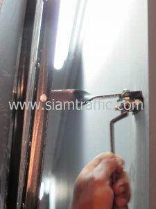 การติดตั้งกระจกโค้งโดยการยึดติดผนัง