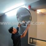 การติดตั้งกระจกโค้งในอาคารจอดรถที่คอนโดแสนสิริ