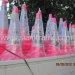 กรวยสีชมพูขนาดสูง 1 เมตรแพ็คมัดละ 10 ใบทั้งหมด 125 ใบ