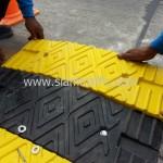 ลูกระนาดพลาสติกลดความเร็วสีเหลืองสลับสีดำ