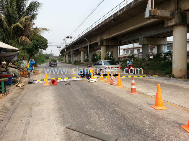 Installation of plastic speed hump at Chachoengsao
