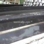 การ์ดเรลดัดโค้งไม่เป็นหยักขึ้นรถเพื่อนำไปชุบกัลวาไนซ์
