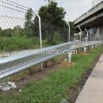 สติ๊กเกอร์สะท้อนแสง และเป้าสะท้อนแสงติดบน Guard Rail ทางด่วน