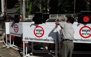แผงหยุดตรวจแบบมีไฟกระพริบใช้พลังงานโซล่าร์เซลล์ บริษัท วิทยุการบินแห่งประเทศไทย จำกัด