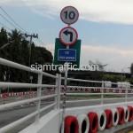 ป้ายจำกัดความเร็วรถ และป้ายบังคับเลี้ยวซ้ายติดตั้งที่บริษัท โตโยต้ามอเตอร์ ประเทศไทย จำกัด(สำโรง)