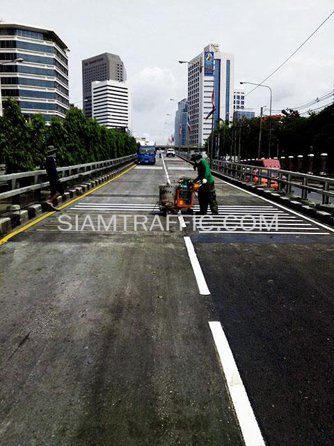 ตีเส้นที่สะพานไทย-ญี่ปุ่น โครงการปรับปรุงสะพานข้ามแยก