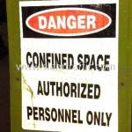 ป้ายขาตั้งพลาสติก confined space authorized personnel only สะท้อนแสง