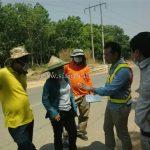 การสาธิตวิธีการตีเส้นถนนด้วยสีเทอร์โมพลาสติก ที่ EIN DU-ZATHABYIN ประเทศพม่า လက်တွေ့အရောင် thermoplastic နဲ့လမ်းမျဥ်းဆွဲပြခြင်း နေရာ EIN DU-ZATHABYIN မြန်မာန်ိုင်ငံ