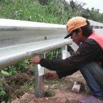 งานจ้างเหมาทำการติดตั้ง guardrail กรมทางหลวง แขวงทางหลวงระนอง ปริมาณงาน 528 เมตร เสาเสริมจำนวน 88 ต้น