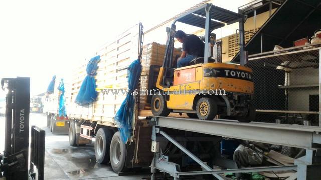 thermoplastic paint สีเหลือง จำนวน 1,500 ถุง ส่งออกไปประเทศพม่า