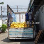 สีทาถนน สีขาว 250 ถุง สีเหลือง 250 ถุง ส่งออกไปที่พนมเปญ ประเทศกัมพูชา