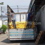 สีทาถนนสะท้อนแสง สีขาว 250 ถุง สีเหลือง 250 ถุง ส่งออกไปที่พนมเปญ ประเทศกัมพูชา