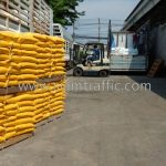 สีตีเส้น สีขาว 250 ถุง สีเหลือง 250 ถุง ส่งออกไปที่พนมเปญ ประเทศกัมพูชา