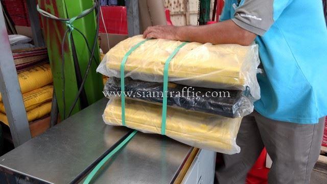 ยางชะลอความเร็วรถสีเหลือง 10 ท่อน สีดำ 10 ท่อน ส่งออกไปกัมพูชา