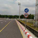 ป้ายตรงไป-เลี้ยวซ้าย และป้ายจำกัดความเร็ว 30 กม. Toyota Motor Thailand Co., Ltd. Banpho Plant
