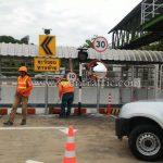 """ป้าย """"ระวังระทางซ้าย"""" และป้ายไฟกระพริบเชฟร่อน บริษัท โตโยต้า มอเตอร์ ประเทศไทย จํากัด โรงงานสำโรง แผนก VL"""