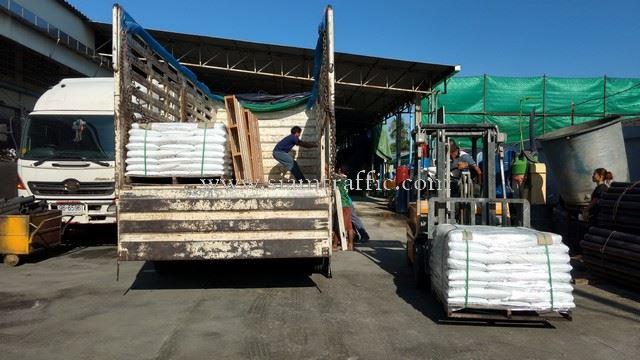 สีทาเส้นถนน สีขาว TRI-STAR (มอก.) จำนวน 500 ถุง ส่งออกไปเมียวดี ประเทศพม่า