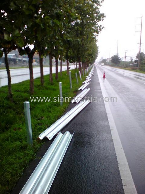 w-beam guard rails ทางหลวงหมายเลข 4 ตอนควบคุม 0402 ตอน ปากท่อ-สระพัง