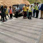 การสาธิตวิธีการตีเส้นถนน ที่กอกะเร็ก กม.154 กับ กม.159 ประเทศพม่า လက်တွေ့လမ်းမျဥ်းဆွဲပြခြင်း နေရာ ကော့ကရိက် 154 KM နဲ့ 159 KM မြန်မာနိုင်ငံ
