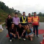 การสาธิตวิธีการทาสีถนนด้วยวัสดุ cold plastic ที่กอกะเร็ก ประเทศพม่า လက်တွေ့အရောင် cold plastic နဲ့ လမ်းမှာဆိုးပြခြင်း နေရာ ကော့ကရိက် မြန်မာနိုင်ငံ