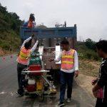 การสาธิตวิธีการตีเส้นจราจรด้วยสีเทอร์โมพลาสติก ประเทศพม่า လက်တွေ့အရောင် thermoplastic နဲ့ လမ်းမျဥ်းဆွဲပြခြင်း မြန်မာနိုင်ငံ