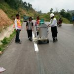 การสาธิตวิธีการตีเส้นด้วยเครื่องตีเส้น ประเทศพม่า လက်တွေ့ လမ်းမျဥ်းဆွဲစက်နဲ့ လမ်းမျဥ်းဆွဲပြခြင်း မြန်မာနိုင်ငံ