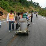 การสาธิตวิธีการตีเส้นจราจรด้วยเครื่องตีเส้น ประเทศพม่า လက်တွေ့ လမ်းမျဥ်းဆွဲစက်နဲ့ လမ်းမျဥ်းဆွဲပြခြင်း မြန်မာနိုင်ငံ