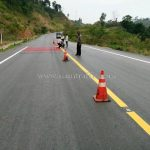 การสาธิตวิธีการตีเส้นถนนด้วยเครื่องตีเส้น ประเทศพม่า လက်တွေ့လမ်းမျဥ်းဆွဲစက်နဲ့လမ်းမျဥ်းဆွဲပြခြင်း မြန်မာနိုင်ငံ
