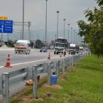 w-beam guardrails ตามแบบมาตรฐานกรมทางหลวง เลขที่ DWG.NO.RS-604 แขวงทางหลวงพิเศษระหว่างเมือง ทางหลวงพิเศษหมายเลข 7 ตอน บางปะกง – หนองรี ปริมาณงานรวม 1,572.00 เมตร
