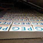 โลโก้ หจก.แพร่วิศวกรรม (PEG) สกรีนบนสติ๊กเกอร์สะท้อนแสง สำหรับติดกำแพงน้ำพลาสติก
