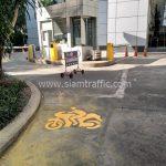 ทาสีถนนสัญลักษณ์รูปรถจักรยานยนต์ ที่บริษัท กรุงเทพประกันภัย จำกัด
