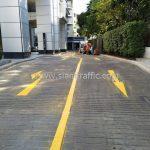ตีเส้นจราจรสีเหลือง ที่กรุงเทพประกันภัย