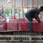 กรวยยาง จำนวน 700 ใบ และแผงเหล็กกั้น จำนวน 150 แผง ส่งไปที่เซ็นทรัลพลาซา นครราชสีมา